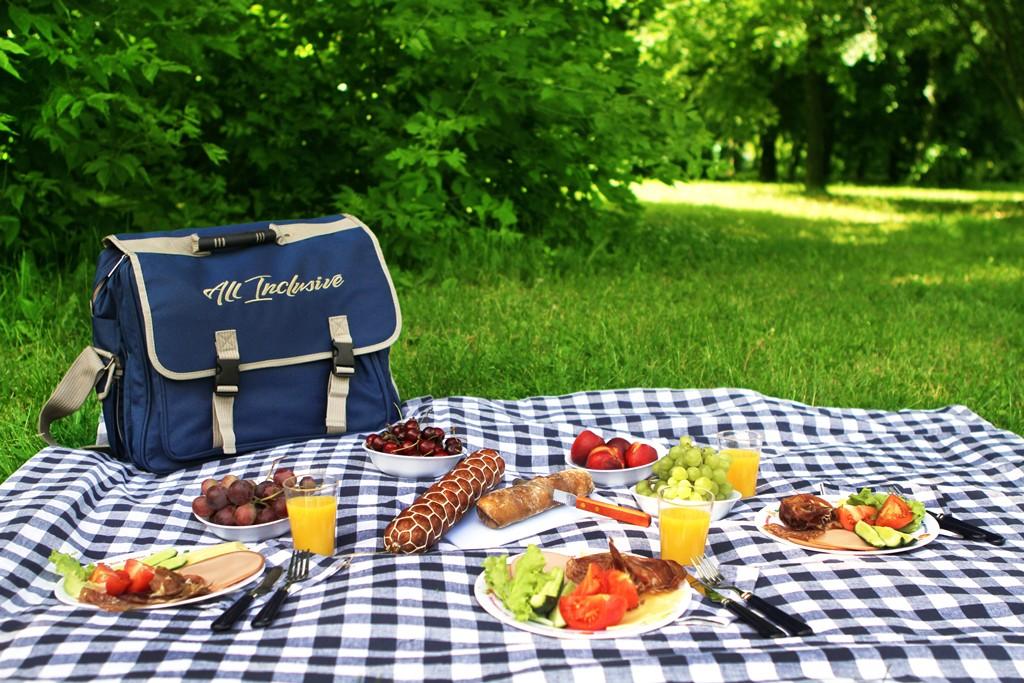 Картинки стол с едой на природе